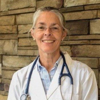 Lynn Dgetluck headshot, veterinarian western MA, veterinarian at East Springfield Veterinary Hospital