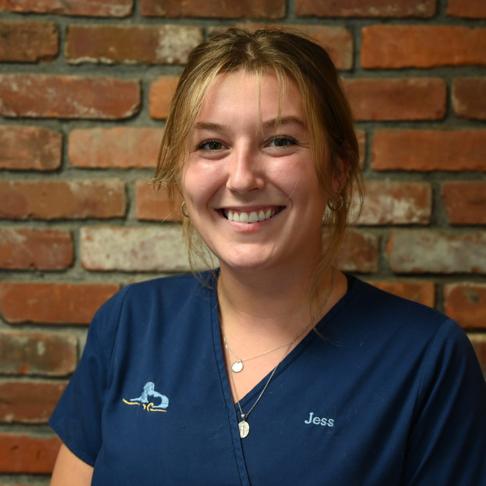 Jess DiStefano headshot, veterinary hospital, western MA veterinarian, veterinarian springfield MA